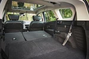 Les sièges arrière ne sont plus extractibles mais escamotables, et forment un plancher plat.