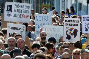 Plusieurs milliers de personnes se sont rassemblées dimanche à Lannion, dans les Côtes-d'Armor, pour protester contre le démarrage de l'extraction.