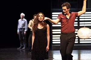 Olivia Ruiz (à gauche) dans «Volver».