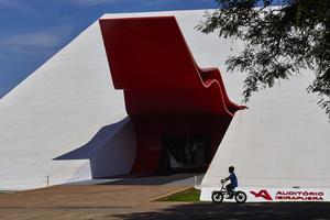 Le parc d'Ibirapuera accueille un auditorium dessiné par Oscar Niemeyer en 2005.