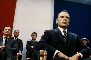 Jean-Louis Trintignant joue François Mitterrand, en 1984.