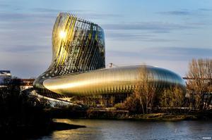 La cité du vin, au bord de la Garonne. ©Anaka.