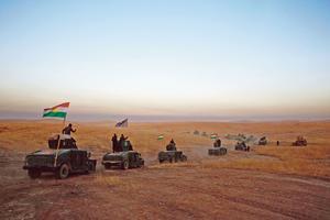 Un convoi de pechmergasse dirige vers le front du Khazir,à 30 kilomètres à l'estde Mossoul.