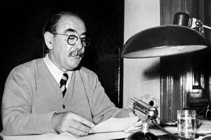 Imre Nagy annonce le retrait de la Hongrie du Pacte de Varsovie en novembre 1956.