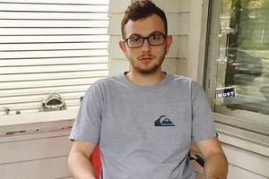 Zach, 23 ans à peine, travaille à temps partiel pour nourrir sa petite amie et leur fils d'un an. Mais ce n'est pas assez pour faire face. «La plupart des gens peinent à survivre. On reste à Middletown parce qu'on n'a pas le choix.» -