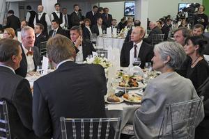 Michael Flynn aux côtés de Vladimir Poutine lors d'un dîner de gala à Moscou.