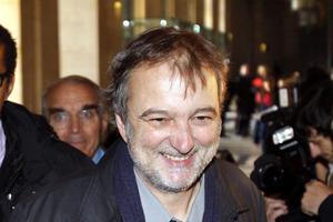 Denis Robert à la sortie d'un de ses procès en 2009.