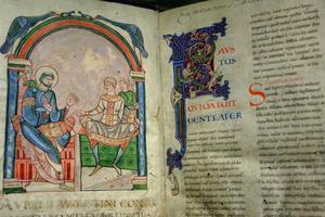 Manuscrit enluminé de la bibliothèque du Mont Saint-Michel.