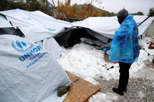 Un migrant dans le camp de Moria, ce mardi.