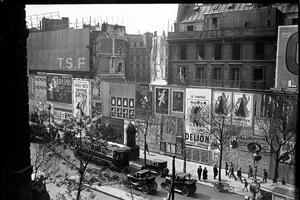 Derniers travaux de démolition en 1925 sur le boulevard des Italiens.