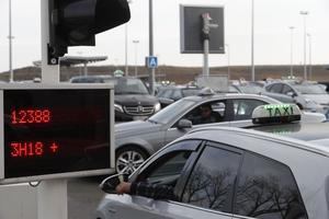 Ce chauffeur va devoir prendre son mal en patience: 3h18 d'attente, ça laisse le temps de faire une partie de pétanque!