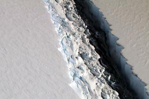 La fissure sur l'iceberg Larsen C.