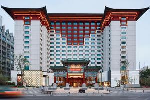 Après une rénovation de 123 millions de dollars, l'hôtel Peninsula abrite désormais 230 chambres et une galerie marchande. DR