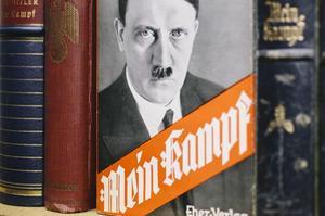 Éditions des années 1930 du livre d'Adolf Hitler, interdit en 1945.
