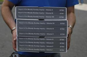 Une copie du rapport Saville publié en 2010 sur le Bloody Sunday. Les proches des victimes du 30 janvier 1972 purent le consulter.