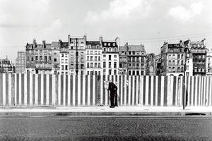 <i>Rue Beaubourg avant la construction du Centre Pompidou</i> par Marc Petitjean (1972).