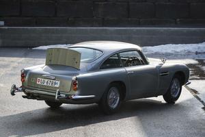 La malle arrière intègre un panneau en acier faisant office de bouclier pare-balles. Les butoirs de pare-chocs sont aussi rétractables. Photo: François Bouchon