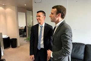 Marik Fetouh aux côtés d'Emmanuel Macron