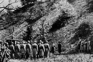 L'exécution de Mata Hari le 15 octobre 1917 au fort de Vincennes.