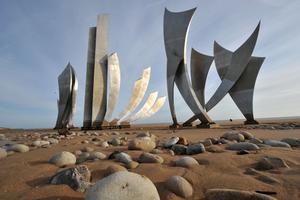 L'installation <i>Les Braves</i> sur Omaha Beach (2004).