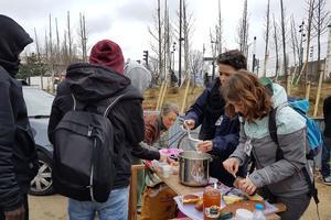 Distribution de petit-déjeuner à côté du centre d'accueil des migrants. Crédits photo: A. L. Frémont