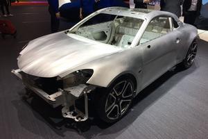La structure et la carrosserie sont en aluminium collé, riveté, soudé..
