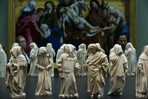 «Les Pleurants», célèbres statues en albâtre du 15e siècle de Juan de la Huerta, appartiennent aussi à la collection de ce musée.