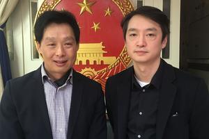 Taki Zhang, vice-président du conseil représentatif des associations asiatiques de France (Craaf) et Sacha Lin-Jung, membre du pôle citoyen de l'Association des chinois résidants en France.