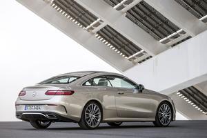 L'empattement raccourci de 66 mm par rapport à la berline participe à l'élégance des proportions du coupé.