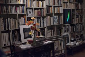 Tous les cailloux de sa vie dans les rayons: de la découverte de la poésie, à la passion de la littérature française et italienne en passant par l'éveil à la photo, au cinéma, mais aussi au droit.