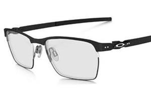 Chez Oakley Tin Cup, les lunettes sont pensées pour être confortables.