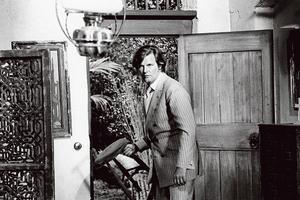 Lord Brett Sinclair dans la série Amicalement vôtre