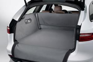 En accessoire, Jaguar propose une couverture de protection de coffre.