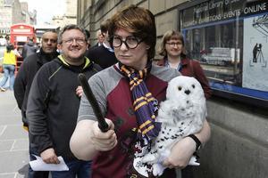 Les fans sont venus admirer la première édition d'«Harry Potter à l'école des sorciers».
