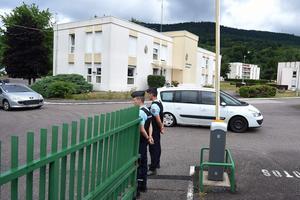 Muriel Bolle quitte le lieux de sa garde à vue de Saint-Etienne-Les-Remiremont.