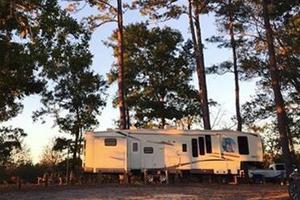 La caravane dans une forêt nationale de Caroline du nord: «l'emplacement était merveilleux, face à la rivière».