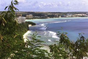 L'île de Guam a pour principales ressources le tourisme et l'armée.
