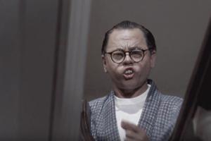 Mickey Rooney grimé en japonais dans «Diamants sur canapé».