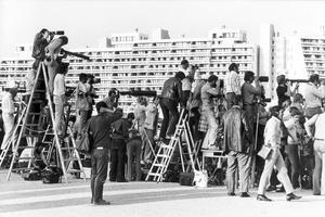 Les photographes et caméramen se sont installés sur le toit d'un bâtiment lors de la prise d'otages à Munich lors des Jeux olympiques de 1972.