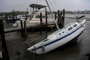Voilier échoué à Fort Myers Beach en Floride, avant l'arrivée de l'ouragan Irma.