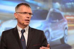 Carlos Tavares. « <i>Comment faire pour que l'empreinte carbone de fabrication d'une batterie du véhicule électrique ne soit pas un désastre écologique?</i>»