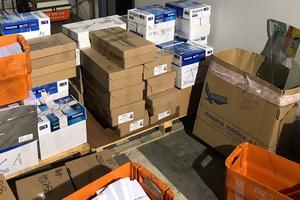 Photo de la Garde civile montrant du matériel électoral saisi dans les locaux de l'entreprise Unipost.