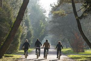 La piste cyclable, d'une quinzaine de kilomètres actuellement devrait, dans deux ou trois ans, permettre de faire le tour de la ville.