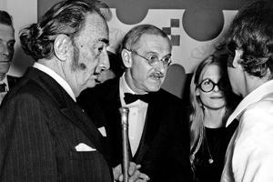 Festival de magie: Jean Anouilh, sa fille Marie Colombe et Salvador Dali le 29 avril 1969.