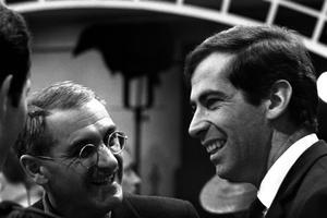 Jean Anouilh, dialoguiste, et le réalisateur Roger Vadim sur le tournage du film «La ronde» en 1964.