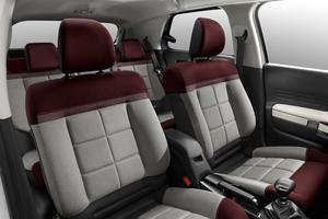 Les sièges bénéficient en première mondiale de la version Advanced Comfort.
