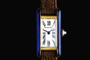 Cartier, montre-bracelet Petite Tank Allongée <br/>datant de 1969: l'une des nombreuses déclinaisons <br/>du design graphique et dépouillé imaginé lors de la Première Guerre mondiale.