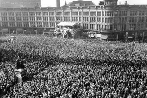 50 000 citoyens rassemblés à Indianapolis pour écouter le candidat démocrate Franklin Roosevelt en octobre 1932.