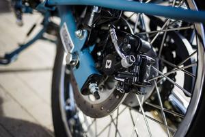 L'ABS, plus le freinage couplé sur la Bullet , procurent à l'engin une bonne stabilité lors des décélérations.