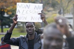 Des manifestants ont défilé à Paris, samedi 18 novembre.